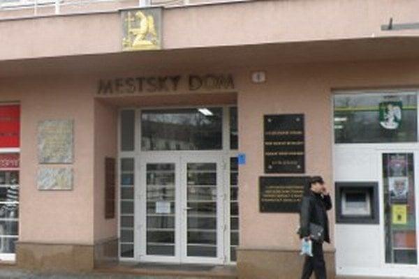 Do primátorského kresla v Mestskom dome v Prievidzi chce zasadnúť osem kandidátov.