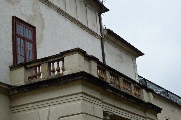 Aj balkón na východnej strane sa dočká opravy.