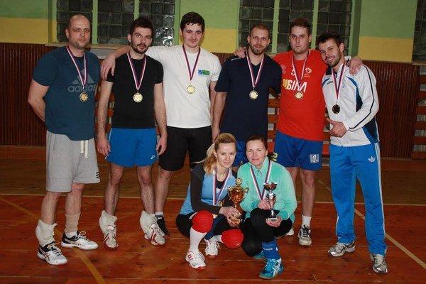 Víťaz 4. ročníka AVL Humenné družstvo LDCh: (zľava hore) M. Gaľ, R. Kuruc, M. Jakubov, Kuraň, Hirjak, Mihališin, (dolu) Roháčová, Venglárová.