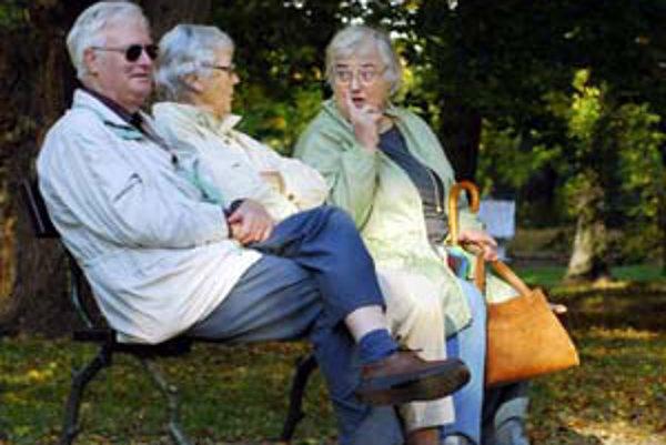 Asi 35-tisíc dôchodcov nemá isté ani len životné minimum, dôchodok im kráti exekútor.