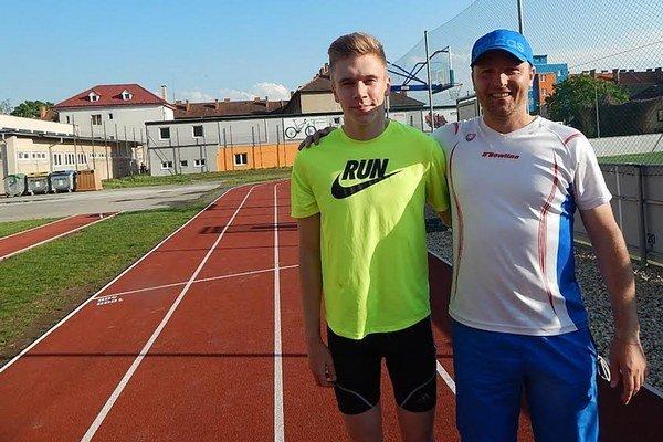 Patrik Megela (vľavo) s trénerom Marekom Lučkom.