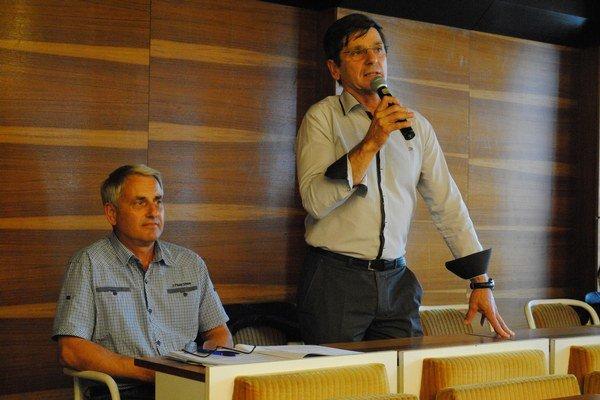 Jozef Murín, riaditeľ VVS v Humennom, informoval sninských poslancov o modernizácii ČOV.