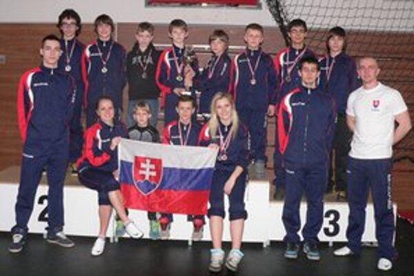 Black Tiger Snina. Osemnásť medailí a pohár pre kolektív.