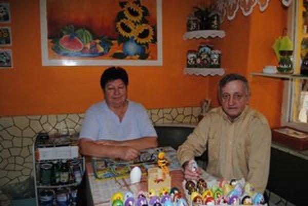 Zdenka a Pavol Mitrovci. Kreatívni manželia nikdy nesedia so založenými rukami.