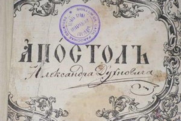 """Vzácnosť. Túto bohoslužobnú knihu """"Apoštol"""" z polovice 19. storočia vlastnil a používal  sám Alexander Duchnovič. Je na nej aj jeho podpis."""