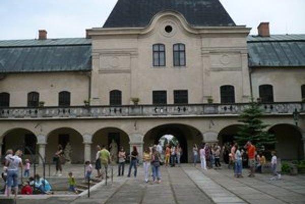 Na bezpečnom mieste. Poklad z Topole po storočiach  napokon skončil v trezore múzea.