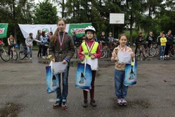 Supercyklistky Nikola Cenknerová (zľava), Viktória Coganová a Kristína Krupjaková.
