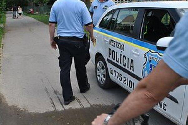 Mestskí policajti riešili prípad z exhibicionistom.