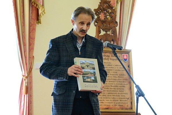 Monografia. Na slávnostnom mestskom zastupiteľstve ju predstavil jeden z jej zostavovateľov Jozef Makariv.