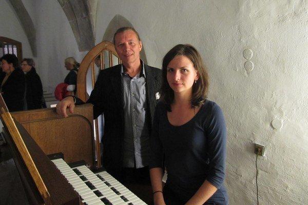Žiačka a učiteľ. Dominika Štofejová a Peter Franko.