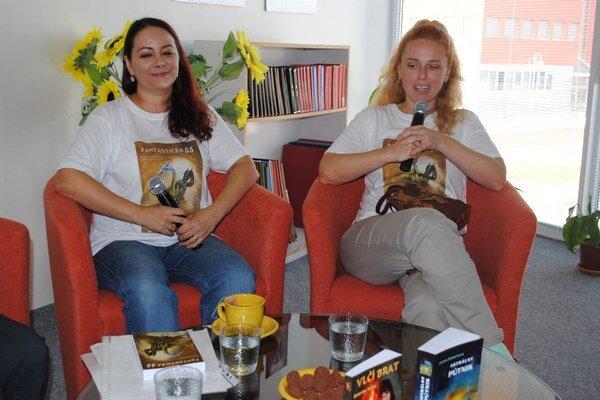 """Autorky a vydavateľky. Lenka """"Lenona"""" Štiblaríková (zľava) a Katarína Soyka."""
