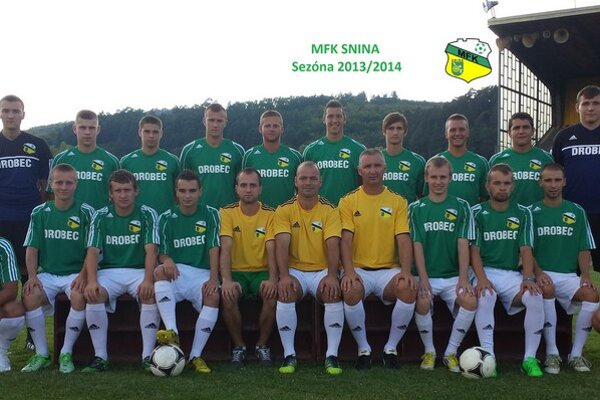 Sninčania porazili lídra, gólovo sa tešil Kirňák (horný rad, druhý  zľava).