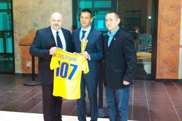 Ocenení. Najlepší ukrajinskí kanonieri. Medzi nimi aj Russlan Ljubarskij (v strede).
