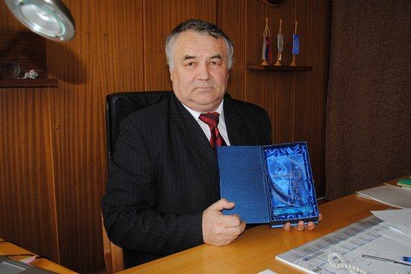 Ivan Pajtaš. Riaditeľ štátneho gymnázia v Humennom prevzal cenu Komenium prix Osobnosť roka 2013.