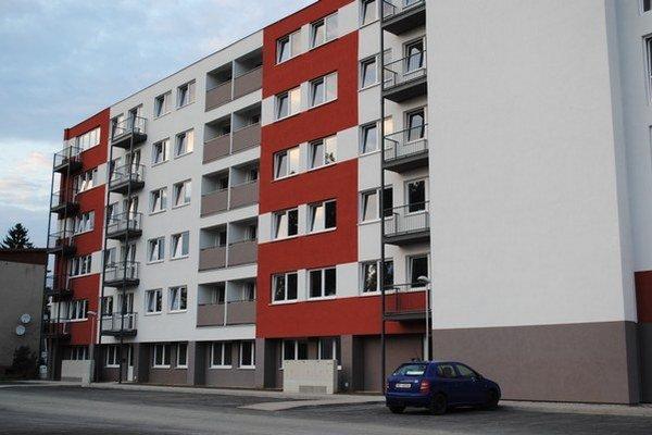 Bytovka na Komenského. Byty sú zatiaľ prázdne.