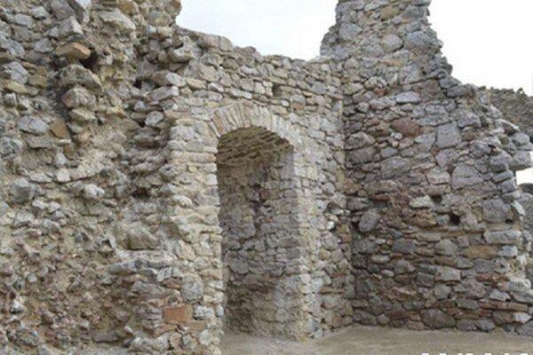 Kus práce. Výsledky snaženia pri obnove Brekovského hradu sú viditeľné.