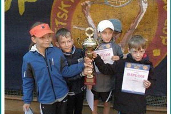 Chlapci víťazmi. Zľava Alexej Loziak, Daniel Lopata, Lukáš Palovič, Róbert Frič.