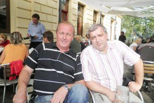 """Na """"jednaní""""…Ivan """"Čambi"""" Čabala (vľavo) Dušan Chudina."""