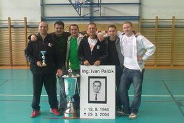 """""""Starí páni"""" M-Basketu. Zľava """"Pepo"""" Benda, Igor Rudík, Ťupi Lopata, Laco Hurka, Ivo Krajňák a Ondrej Lopata."""