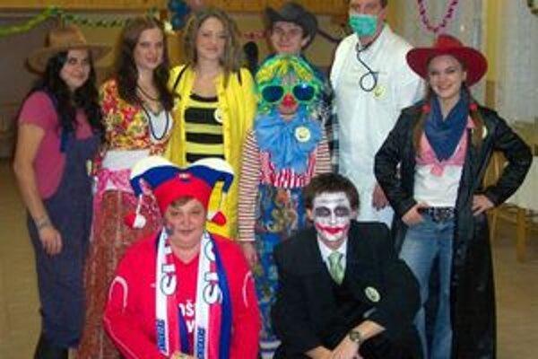 Organizátori karnevalu. Vrátili sa do detských čias.
