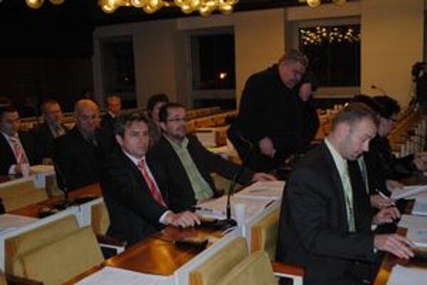 Rozpočet. Poslanci vidia rezervy v šetrení  na mestskom úrade.
