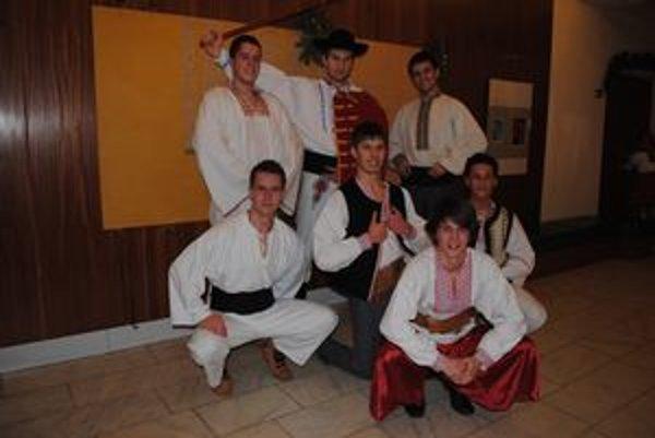 Zbojnícky tanec. Chemlonárom by kondíciu závidel aj legendárny zbojník Fedor Hlavatý.
