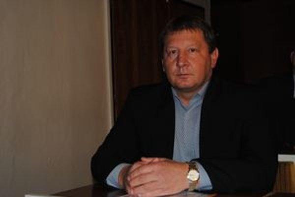 Nový náčelník Ján Maškulík je Sninčan, 30 rokov bol policajtom.