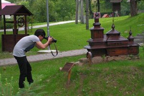 Ulič. International Wood Culture Society zaujali aj miniatúry drevených chrámov.