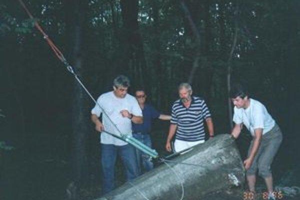 Ján Jenčík, Eugen Vojvodinský, Dušan Šoltés a Marián Haľko. V '96. roku upravili hrob grófky Vandernathovej.