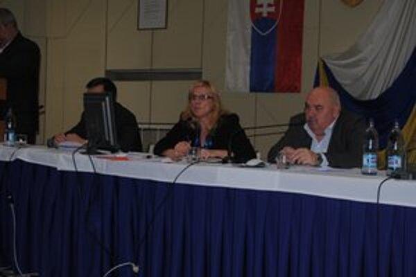 Primátorka J. Vaľová (vľavo) hovorí, že voličom sa nebojí zodpovedať za plnenie svojich sľubov.