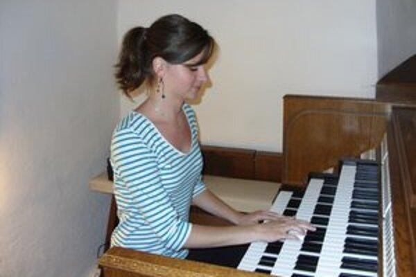 Dominika Štofejová. Za účasť na Gorazdových organových dňoch dostala ďakovný list.