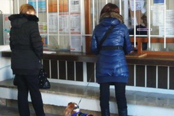 Cestujúci na to, že vo vlaku niečo zabudli, prídu zvyčajne až potom, čo z neho vystúpia.