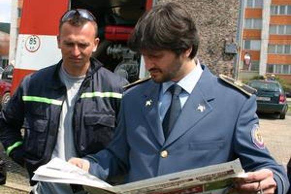 Minister Kaliňák sa v sobotu zaujímal o požiar bytu v 13-poschodovom vežiaku. Humenskí hasiči zabránili miliónovej škode a Humenčania ich mohli ohodnotiť priamo pri zásahu. U väčšiny bodovali.