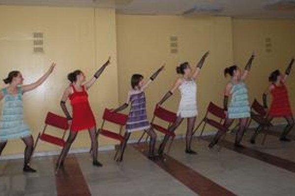 Nestratili sa. Humenské tanečníčky si porota všimla medzi tisíckou súťažiacich.