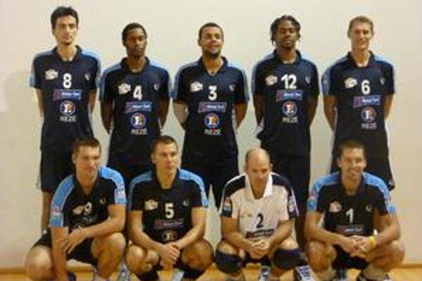 Nantes Rezé. Nový volejbalový domov Romana Ondrušeka (v podrepe úplne vpravo).