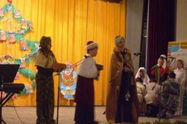 Biblické príbehy. Deti zahrali príbeh narodenia Ježiška.