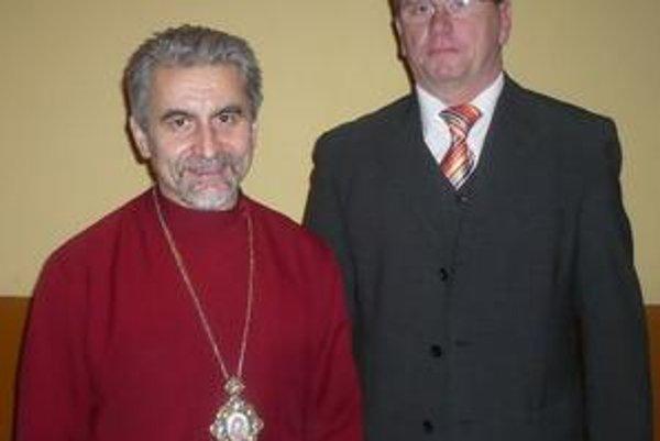 Otvorili ples. Mons. Milan Chautur a starosta obce Kamenica nad Cirochou Alexander Bugyi.