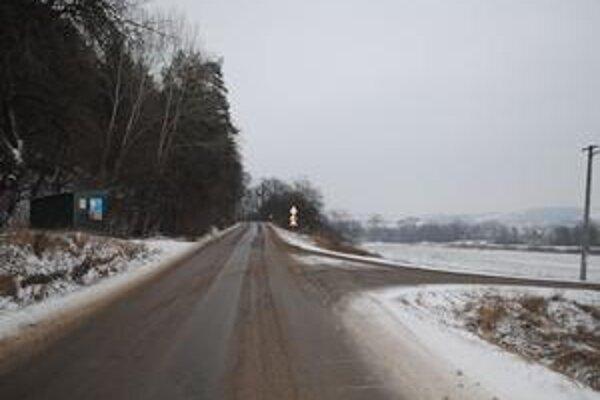 Musí počkať. Úsek medzi Udavským a Vyšným Hrušovom, ktorým sa od Humenného dá dostať do Papína, známy ako cesta Pod Ľachovou, tohto roku kraj komplexne neopraví.