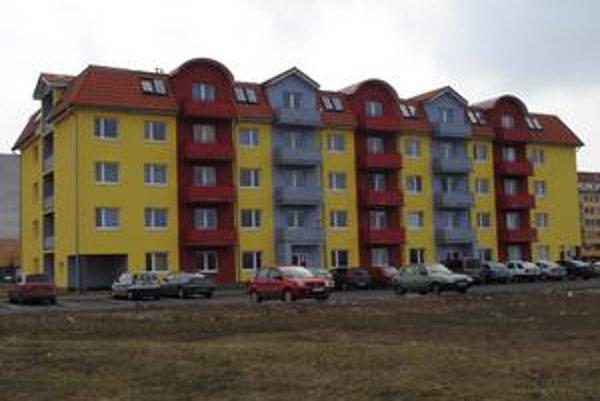 Ešte jednu. Mesto má zámer postaviť neďaleko tejto novej bytovky ďalší nájomný dom.