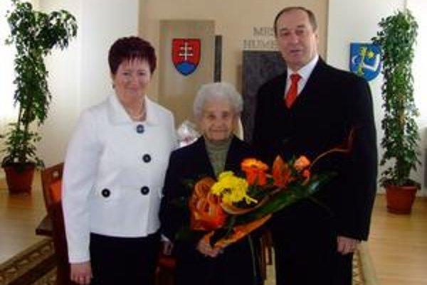 Anna Hirková. Oslávila krásnych 84 rokov. Pred dôchodkom bola školskou inšpektorkou pre materské školy. Radila a vychovala mnohé vynikajúce učiteľky.