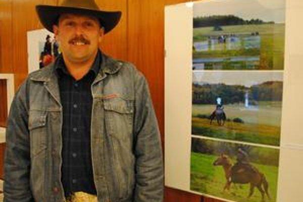 Rančer. Jozef Fudali najprv choval kravy, no už sedem rokov je aj chovateľom koní. Na ranči, kde je každá ruka dobrá, má oporu v svojej rodine.
