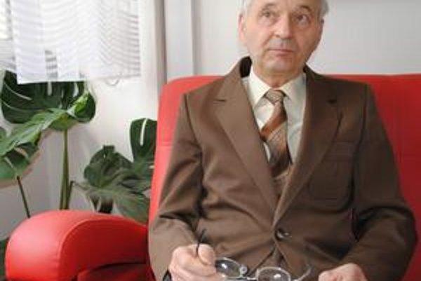 Andrej Sivčo. Pedagógom bol 42 rokov. Pred 15 rokmi inicioval vznik dejepisnej súťaže Pribinove poklady zameranej na spoznávanie regionálnych dejín.