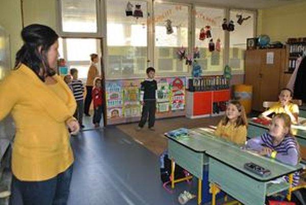 Jitka Fiľová. Triedna učiteľka šiestakov, ktorí sa na ZŠ Hrnčiarskej učia pomocou špeciálneho výchovno-vzdelávacieho modelu pre nadaných žiakov.