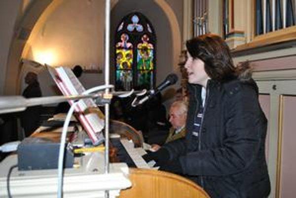 Kristínka Rusňáková čítať vedela už ako päťročná, na hudobné nástroje sa učila hrať sama od svojich siedmich rokov.
