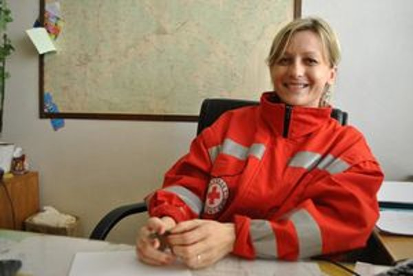 Silvia Knapiková. Nová riaditeľka Územného spolku Slovenského Červeného kríža v Humennom chce zviditeľniť aktivity a členov Červeného kríža. Od apríla ich budete stretávať v tejto uniforme bežne v uliciach.