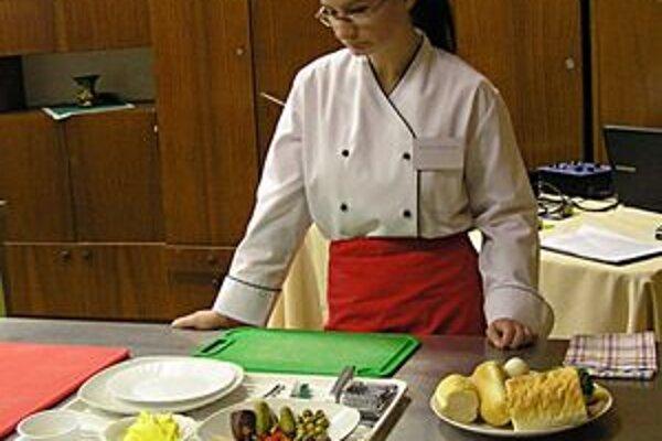 Kuchári. Museli predviesť svoju zručnosť pri príprave teplých aj studených pokrmov.