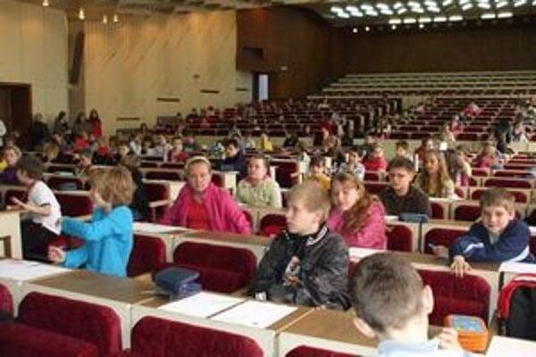 Matematici zo ZŠ Hrnčiarska. V súťaži sa im darilo.