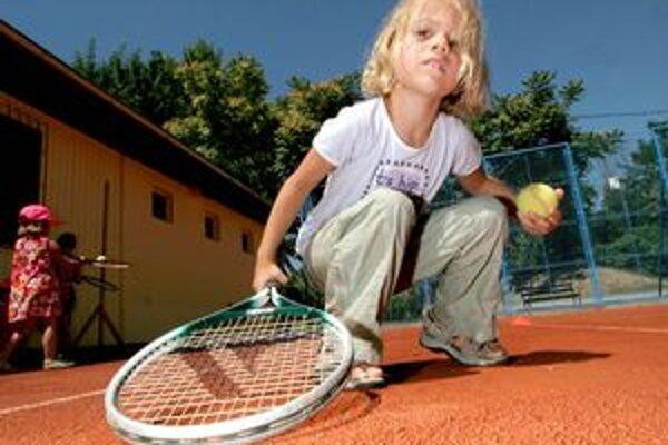 Tenis. Sériu zápasov štartujú aj deti.