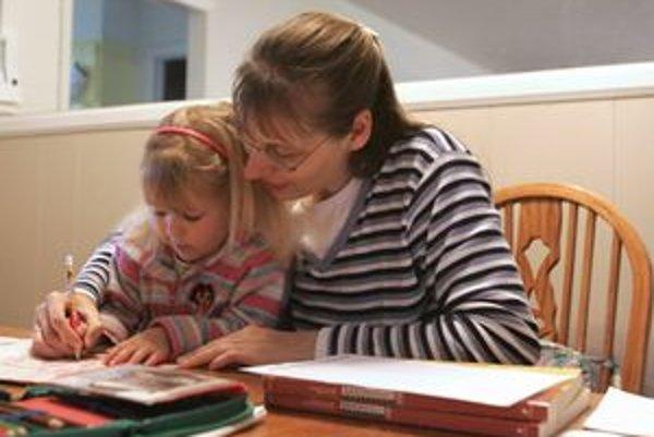 Minister práce Jozef Mihál tvrdí, že novelizovaný Zákonník práce bude pre rodičov oveľa výhodnejší ako v súčasnosti.