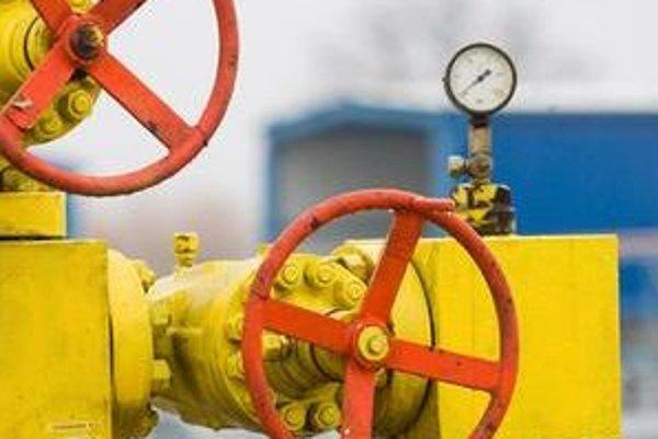 Nepokoje vo viacerých krajinách zvýšili ceny ropy. Môžeme preto pocítiť zdraženie plynu aj tepla.